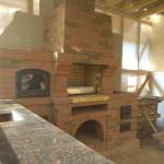 Барбекю с мангалом, казаном, духовкой, большой гранитной столешницей и мойкой из кирово-чепецкого кирпича Аренберг