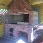 Барбекю с мангалом и казаном в одном вытяжном зонте и столиком из энгельсского кирпича